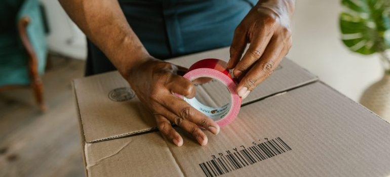 mover sealing a cardboard box